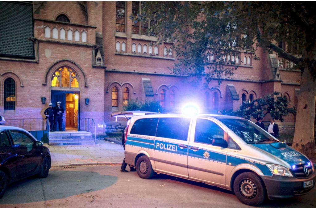 Großer Polizeieinsatz vor der Lutherkirche: Wer steckte hinter der Drohung? Foto: 7aktuell.de/Simon Adomat