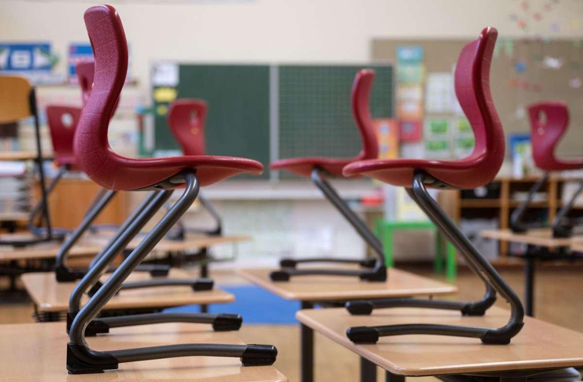 Ob die Schulen wieder öffnen, soll am Mittwoch beim Bund-Länder-Gipfel beschlossen werden. (Symbolbild) Foto: dpa/Marijan Murat