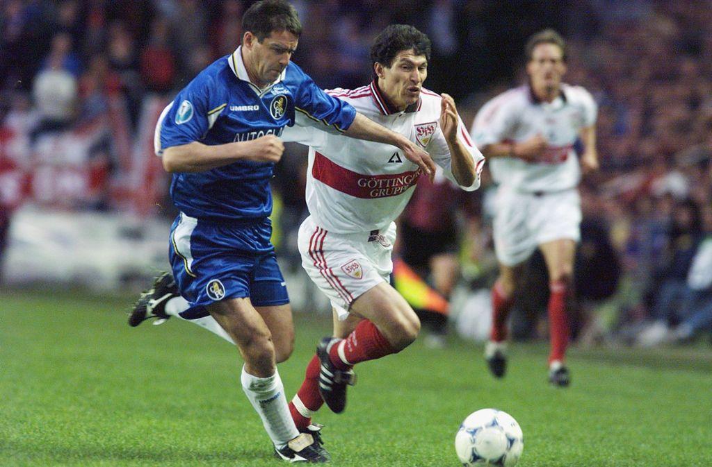 1998 stand der VfB Stuttgart im Finale des Europapokals der Pokalsieger. Krassimir Balakov (rechts) und Co. verloren mit 0:1 gegen den FC Chelsea. Foto: Pressefoto Baumann
