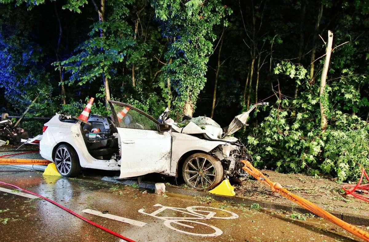 Der Fahrer wurde lebensgefährlich, der Beifahrer schwer verletzt. Foto: 7aktuell.de/Kevin Lermer