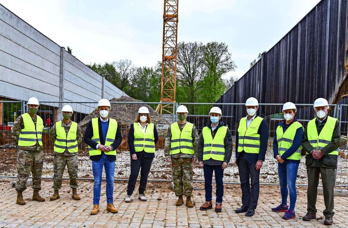 Trotz Pandemie: Eine kleine Feier zum Baubeginn des Schallschutzes musste sein. Foto: Stadt Böblingen