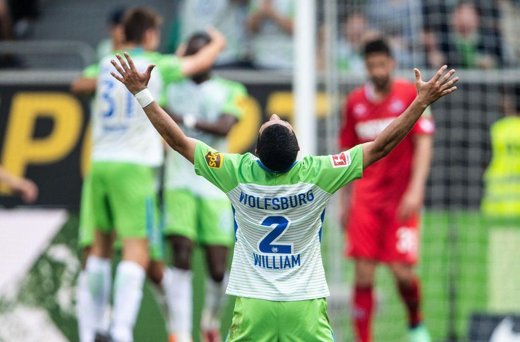 Die Freude der Spieler des VfL Wolfsburg ist riesig, der Klassenerhalt ist geschafft. Foto: dpa