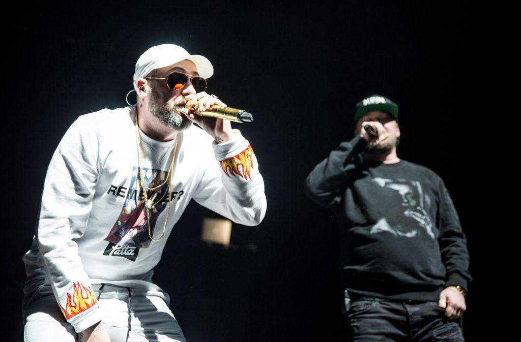 Die Rapper Sido (links) und Savas (rechts) im Rahmen ihrer Royal Bunker Tour in der Porsche Arena. Foto: Lichtgut/Julian Rettig