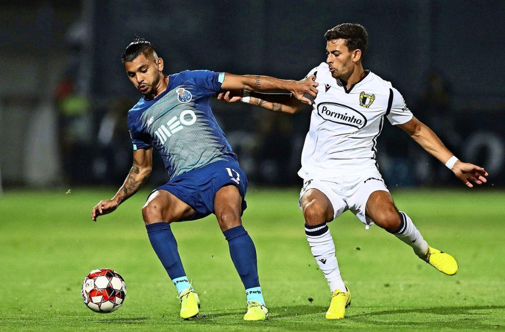 Jesus Corona (li.): Ausgerechnet der Mexikaner trifft nach dem Lockdown als erster Spieler für den FC Porto. Foto: AFP/Jose Coelho
