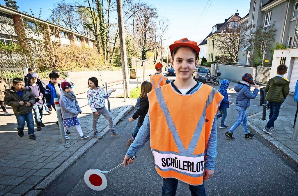 Schülerlotse im Einsatz Foto: Lg/Zweygarth