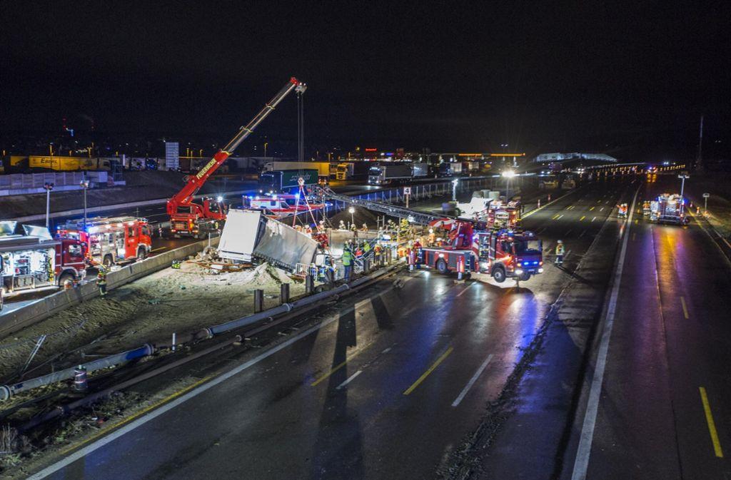 Der schwere Unfall an der A8 im Kreis Esslingen hat weitreichende Folgen. Foto: 7aktuell.de/Simon Adomat