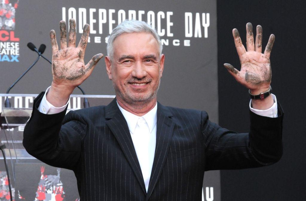 Mal kurz mit schmutzigen Händen: Roland Emmerich bei der Filmpremiere in Hollywood Foto: Getty