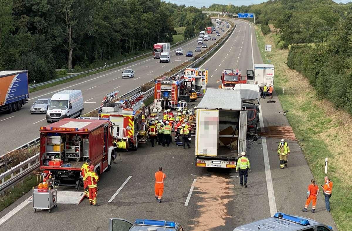 Die Einsatzkräfte von Polizei und Feuerwehr am Unfallort Foto: 7aktuell.de/Nils Reeh