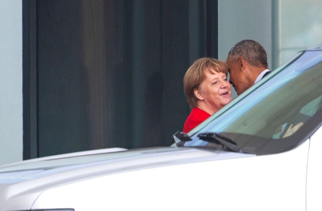 Küsschen, Küsschen – und dann plauderten Angela Merkel und Barack Obama anderthalb Stunden miteinander Foto: dpa-Zentralbild