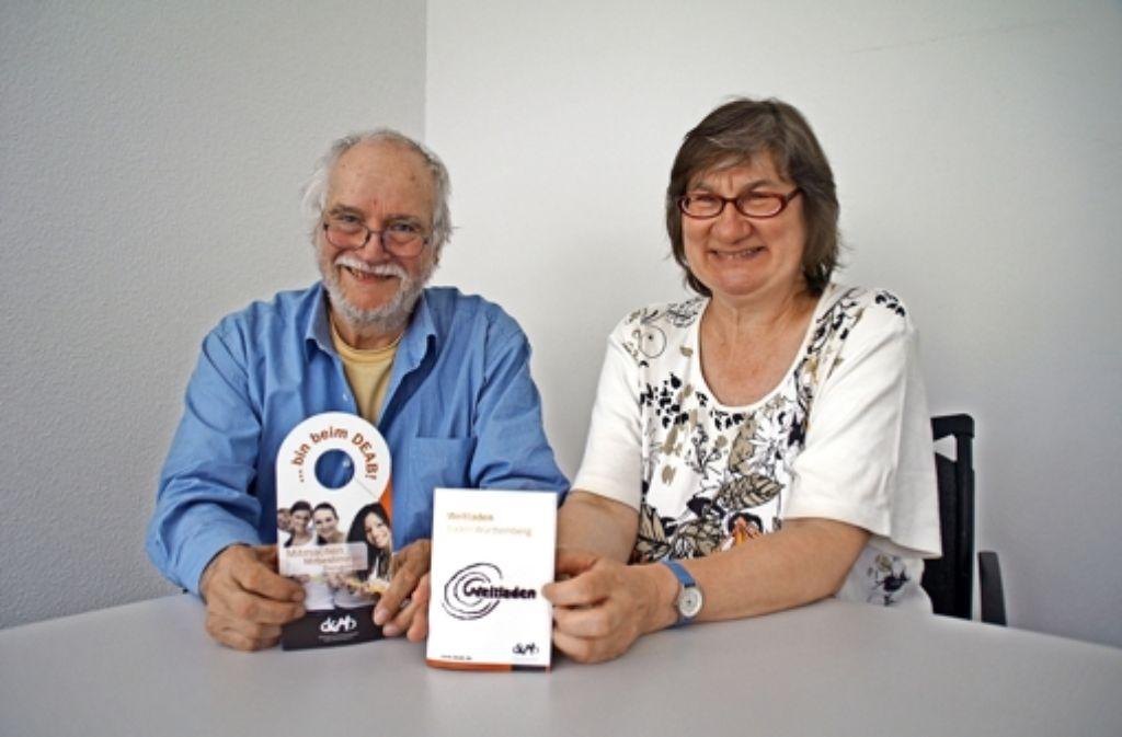 Walter Häcker und Jutta Borchert hoffen auf kleinere Darlehen von Bürgern, die das Konzept der Weltläden für unterstützenswert halten. Foto: Leonie Schüler