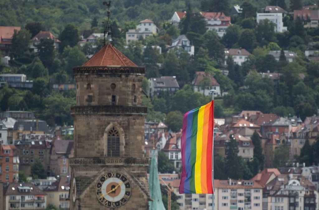 In Stuttgart weht am Samstag wieder die Regenbogenfahne. Foto: dpa