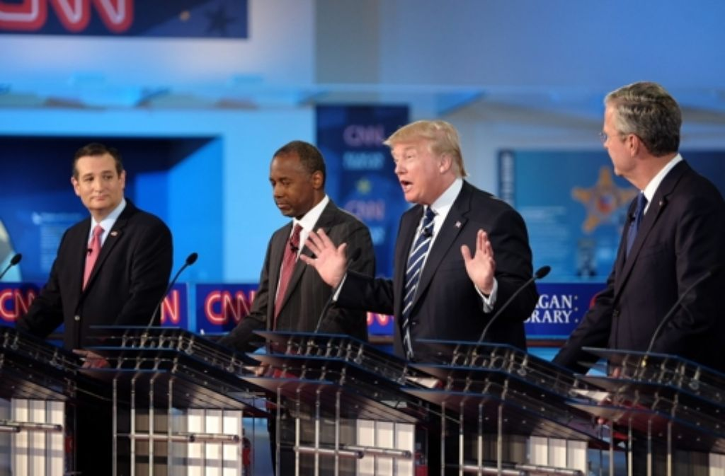 Bei der zweiten TV-Debatte der Republikaner wurde Donald Trump (zweiter von rechts) von seinen Konkurrenten gehörig in die Mangel genommen. Foto: CNN