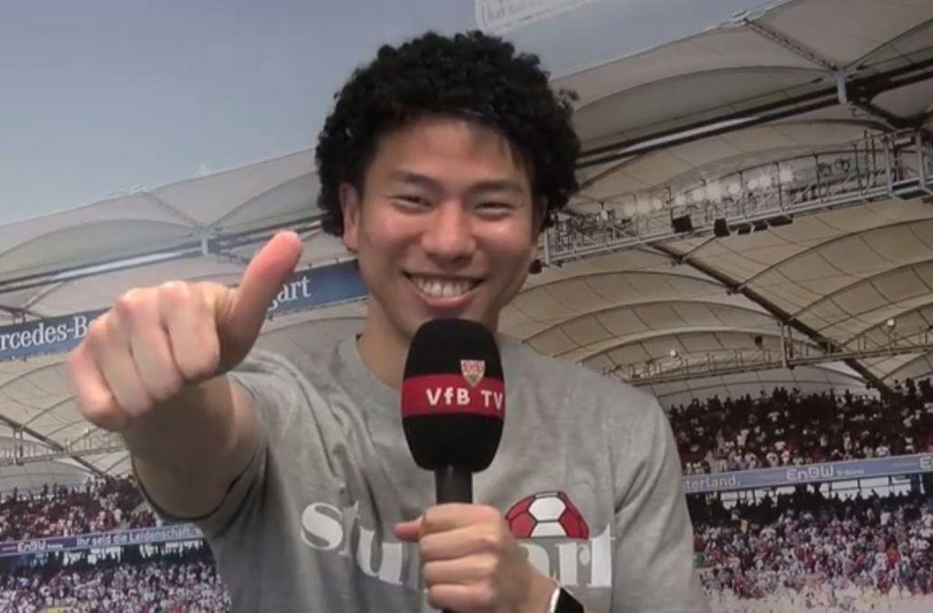Takuma Asano mit unnatürlicher Lockenpracht. So gratuliert er Benjamin Pavard vom VfB Stuttgart zum Geburtstag. Foto: Facebook-Screenshot VfB Stuttgart