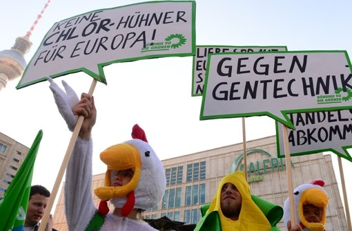 Solche Bilder gibt es angesichts der neuen Methoden der grünen Gentechnik nicht: den Gegnern fehlt das feindliche Objekt. Foto: AFP
