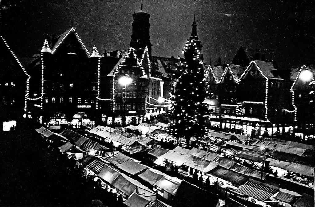 Lichterglanz  des  Stuttgarter Weihnachtsmarkts im Jahr 1938. Foto: Landesbildstelle Württemberg