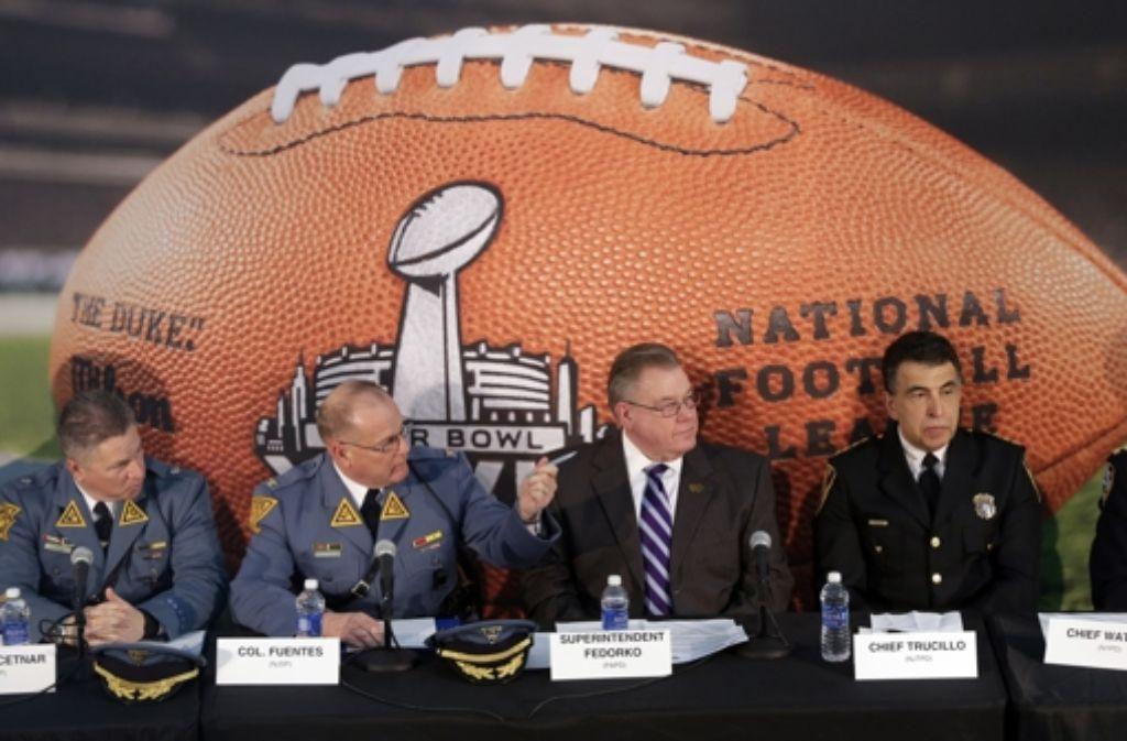 Sicherheitskräfte, wohin man blickt: der Superbowl wird zum Security Bowl. Foto: AP