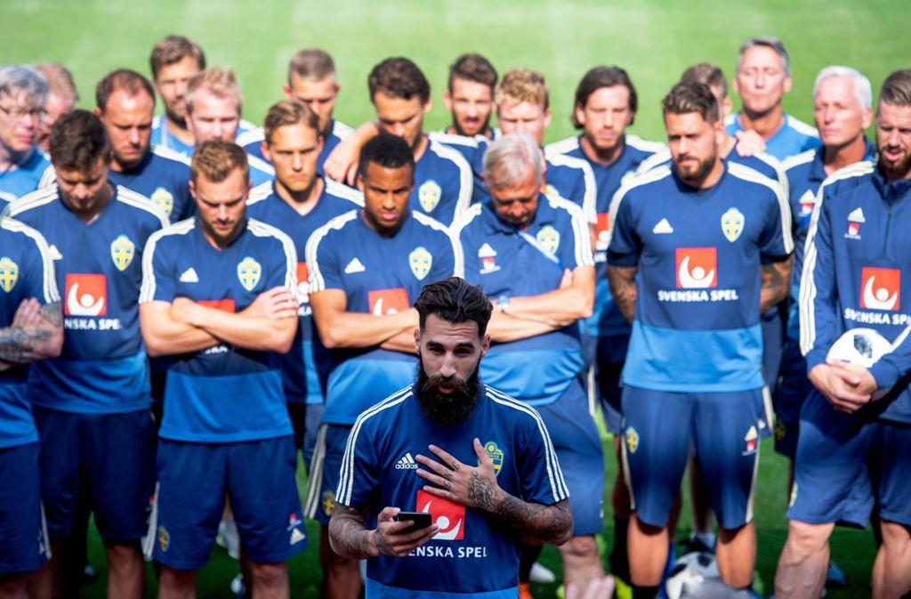 Jimmy Durmaz (Vordergrund) wurde nach dem WM-Spiel Opfer rassistischer Anfeindungen in Schweden. Foto: Bildbyran via ZUMA Press