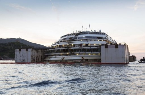 Costa Concordia vor Abtransport