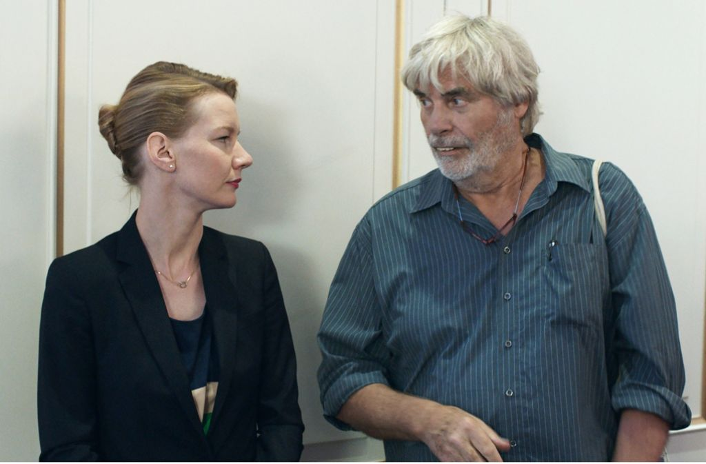 "Sandra Hüller als Ines und Peter Simonischek als Winfried in ""Toni Erdmann"". Foto: dpa"