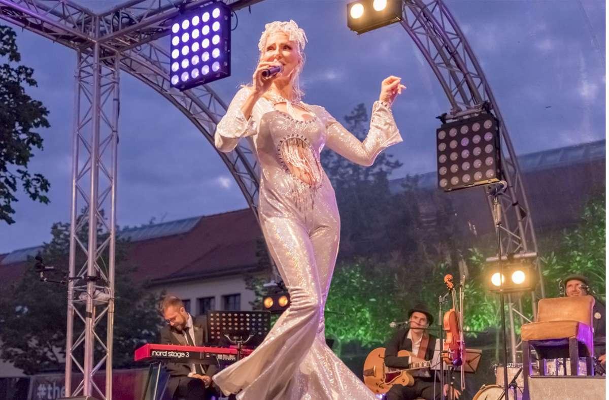 """Entertainerin Désirée Nick sagt bei der CSD-Eröffnungsgala: """"Alte Ruinen wirken am besten in der Abenddämmerung"""" . Foto: Engelhard"""
