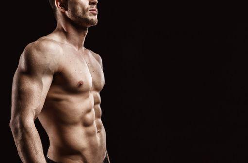 So klappt der Muskelaufbau während dem Intervallfasten. Wir zeigen Ihnen die 5 wichtigsten Regeln für effektive Erfolge beim Krafttraining.