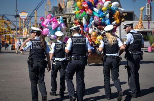 Betrunkener beleidigt Polizisten – und bietet ihnen dann Tausende Euro
