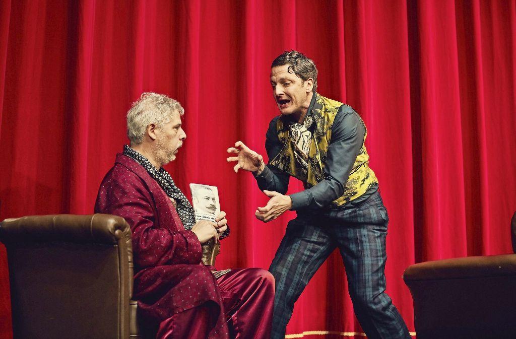 Der Hobbydichter und der Theaterdirektor: Peter René Lüdicke als Gollwitz (links) und Holger Stockhaus als Striese Foto: Conny Mirbach