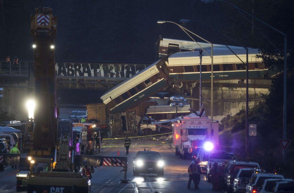 In der Nähe von Seattle ist es zu einem schweren Zugunglück gekommen, bei dem drei Menschen getötet wurden. Foto: GETTY IMAGES NORTH AMERICA