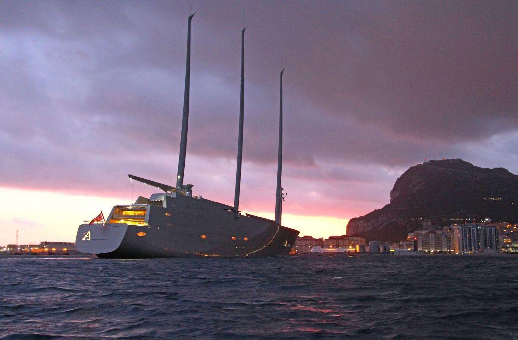 """Die """"Sailing Yacht A"""" hat den Hafen von Gibraltar verlassen. Foto: TheYachtPhoto.com"""