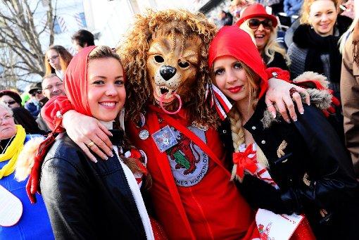 Luftiges Rotkäppchen oder pelziger Wolf?