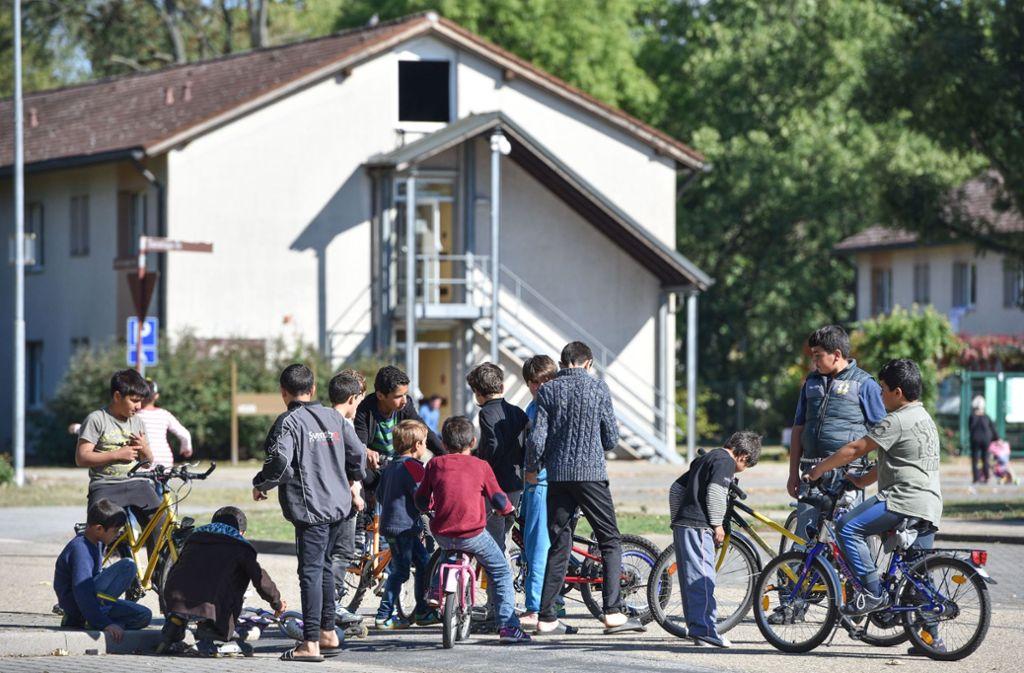 Flüchtlingskinder fahren in Heidelberg Fahrrad. (Archivbild) Foto: dpa/Uwe Anspach