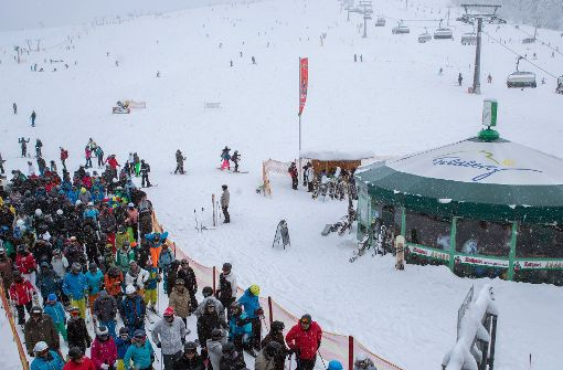 Sonne und Schnee ziehen Wintersportler auf die Pisten