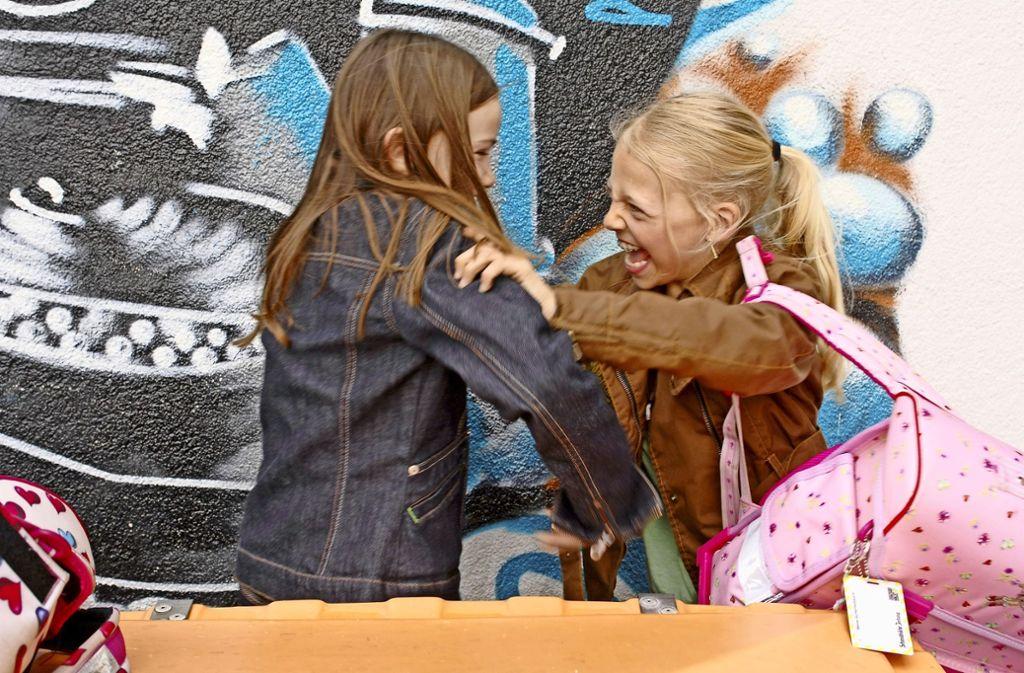 Streitereien auf dem Pausenhof gehören an Grundschulen zum Alltag. Foto: Mauritius
