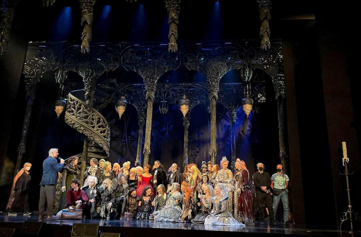 Regisseur Cornelis Baltus (links) begrüßt die Vampire zurück auf der Stuttgarter Bühne: Am 5. Oktober ist Premiere. Foto: red