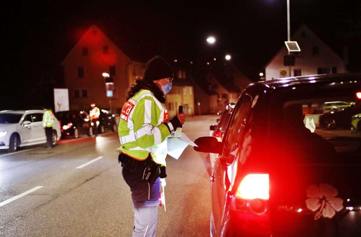 Nächtliche Ausgangsbeschränkungen wurden auch im Rems-Murr Kreis erlassen - Polizei kontrolliert Autofahrer auf der B14 Foto: 7aktuell.de/Kevin Lermer/7aktuell.de | Kevin Lermer