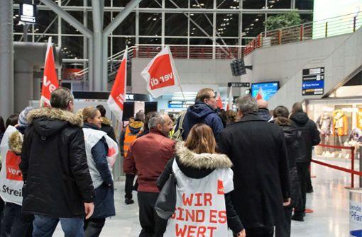 Warnstreik an drei Flughäfen - 110.000 Passagiere betroffen