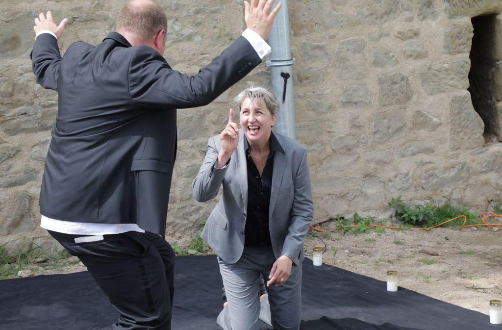 Das Wetter spielt mit,  Oliver und Birgit Nolte treten in der Yburg auf. Foto: Patricia Sigerist
