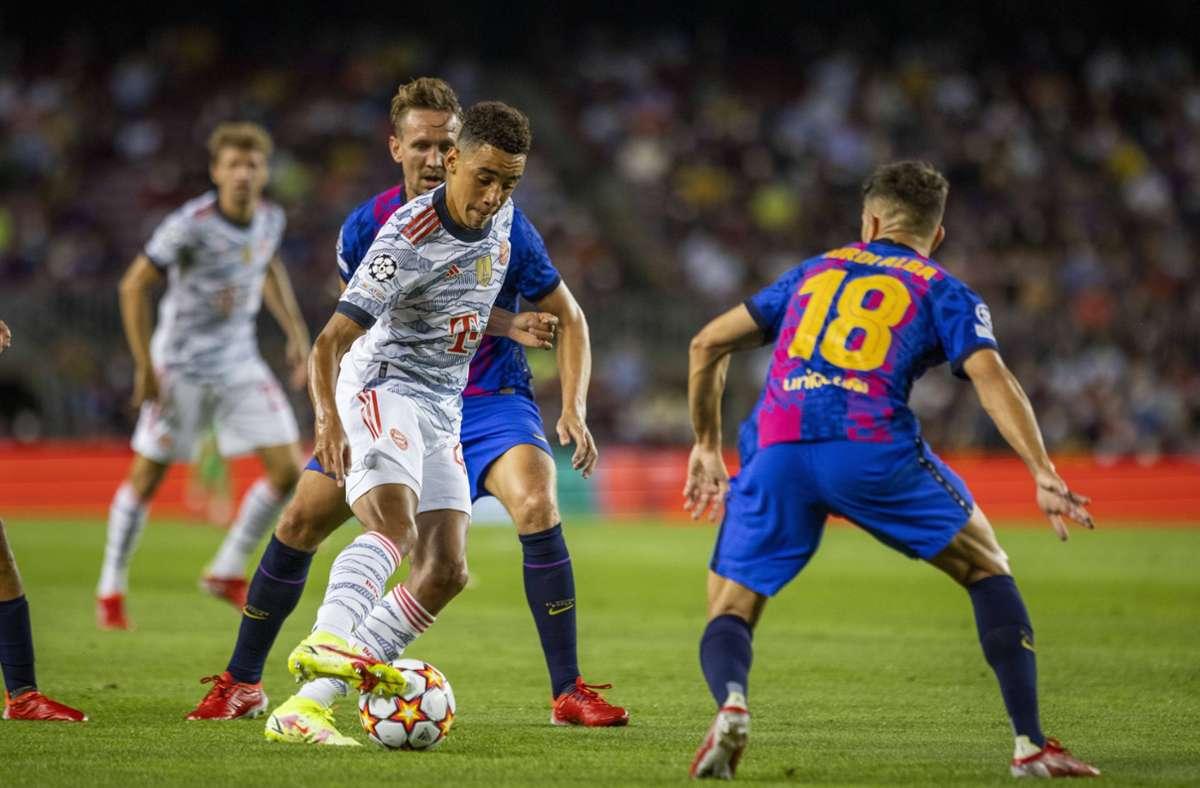 Jamal Musiala (am Ball) und der FC Bayern haben mit dem FC Barcelona weniger Mühe als gedacht. Foto: imago images/Moritz Müller