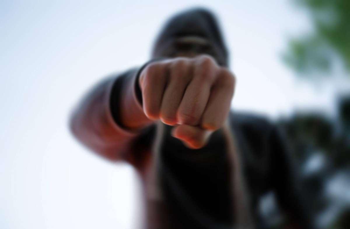 Der 49-Jährige soll den 60 Jahre alten Mann angegriffen haben. (Symbolbild) Foto: imago/7aktuell/7aktuell.de | Marc Gruber