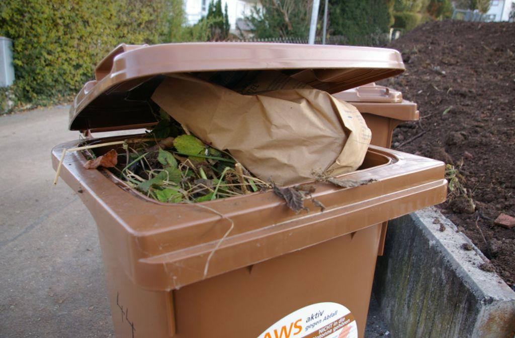 Viel mehr als auf den Kompost, darf in die Biotonne – auch Essensreste. Foto: Sigerist