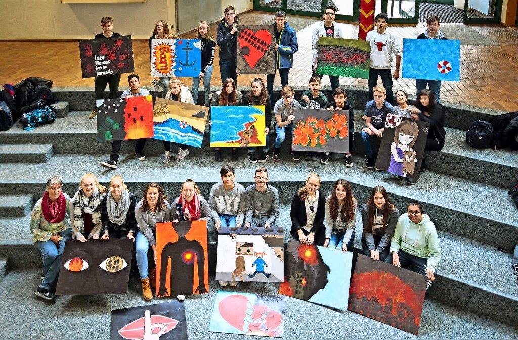 """Die Neigungsgruppe  Kunst der Ostertag-Realschule  hat sich mit dem Thema """"Kriegsspuren"""" beschäftigt. Foto: factum/Granville"""