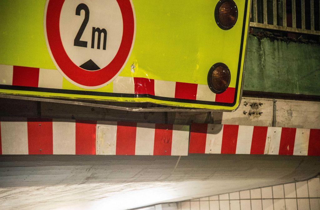 Einmal mehr ist ein Fahrzeug in der Unterführung in Beutelsbach hängen geblieben. Foto: /SDMG / Kohls