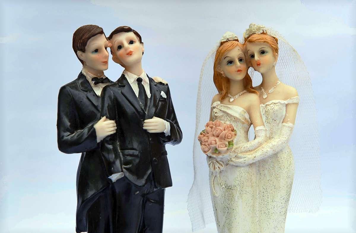 Ein Segen für gleichgeschlechtliche Paare ist nicht gleichbedeutend mit einer Trauung. Foto: dpa/Sebastian Kahnert