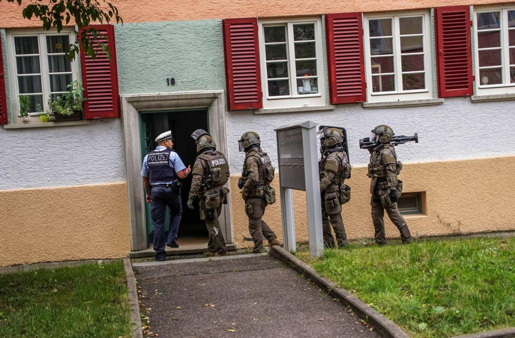 Das SEK drang am Donnerstagmorgen in eine Wohnung in Stuttgart-Ost ein. Foto: 7aktuell.de/Andreas Werner