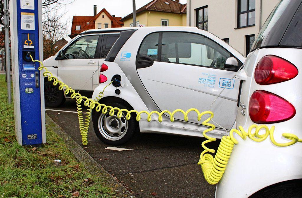 Wer E-Mobilität will, muss auch für die notwendigen Ladesäulen sorgen. Und davon gibt noch viel zu wenige, besonders jenseits der Stuttgarter Stadtgrenzen. Foto: Jacqueline Fritsch