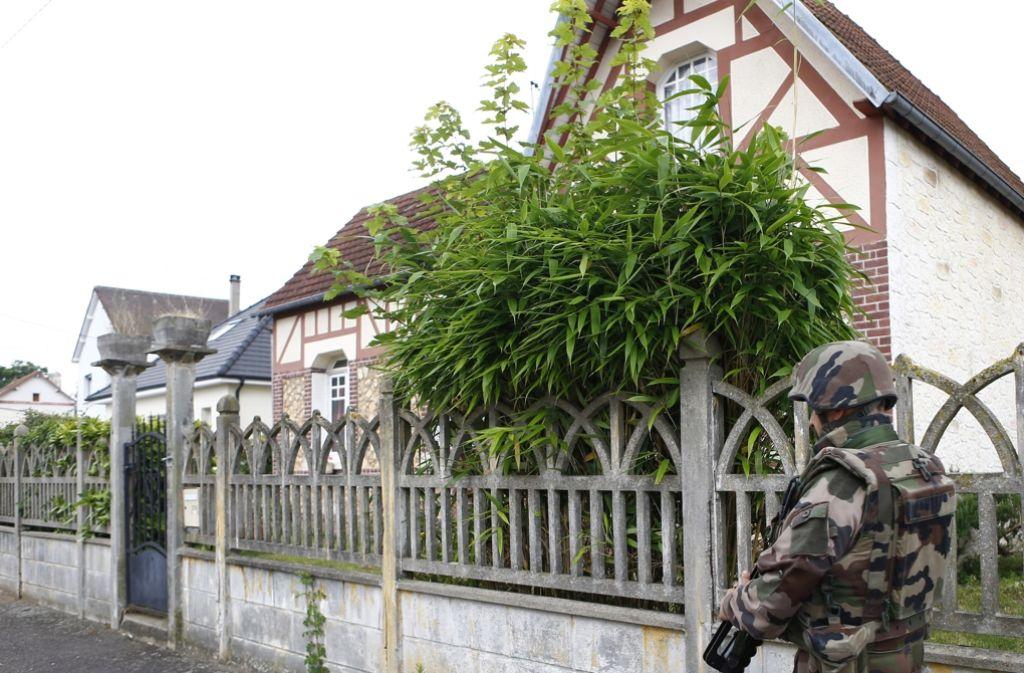 Die Dschihadistenmiliz Islamischer Staat (IS) hat die tödliche Attacke in einer Kirche in Nordfrankreich für sich in Anspruch genommen. Foto: AP