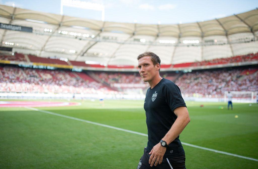 Hannes Wolf spricht in der Pressekonferenz vor dem Heimspiel gegen den FC Augsburg. Foto: dpa