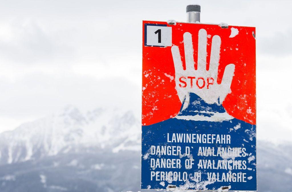 Nach starken Schneefällen sind mehrere Straßen in Österreich und Bayern gesperrt worden. Foto: APA