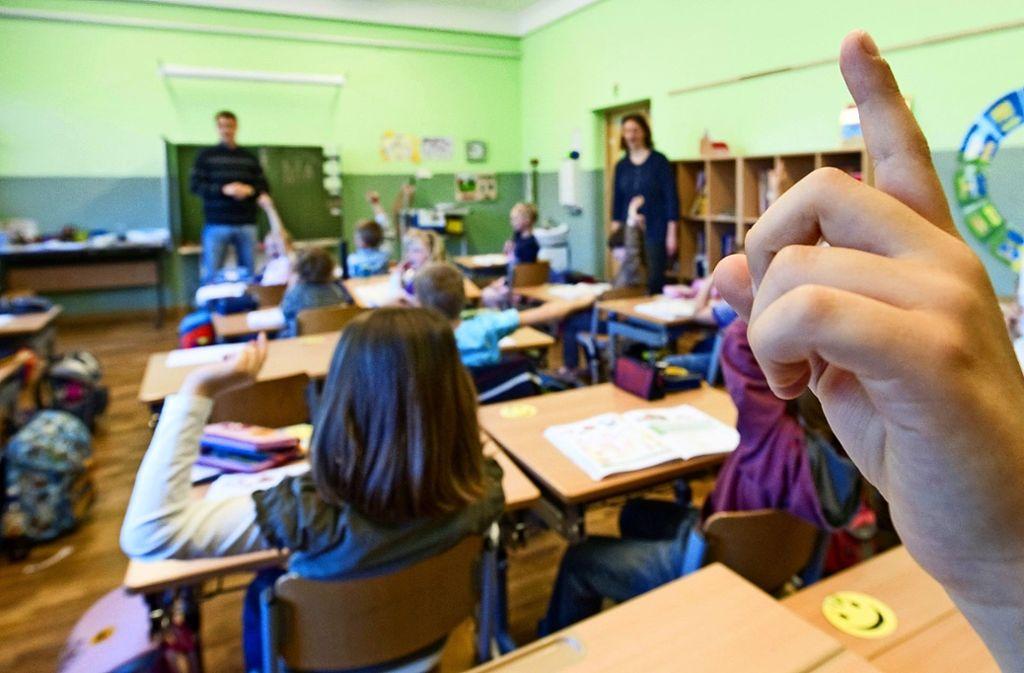 Beim Wechsel der Grundschüler auf Haupt- und Realschule oder Gymnasium sollen Lehrer wieder mehr zu sagen haben. Foto: dpa/Patrick Pleul