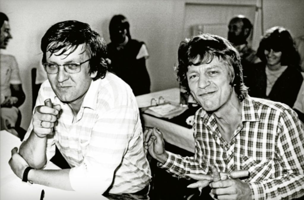 Den Kommunismus hinter sich:  Winfried Kretschmann (links neben Wolf-Dieter Hasenclever)  1983 bei den  Grünen Foto: dpa, Heinzmann